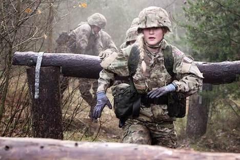 Forsvaret inspirerer kvinder til en karriere i uniform
