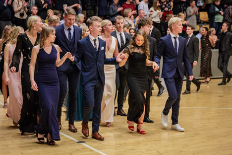 232 elever dansede Les Lanciers