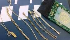 Kan du kende disse smykker? Politiet søger ejermænd til tyvekoster