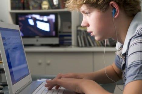 Forældre forsømmer snakken om børnenes liv på nettet