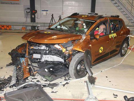 Billigbiler dumper på pivringe sikkerhed
