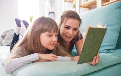 Sådan får du dit barn til at læse i sommerferien
