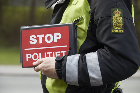 22-årig kvindelig bilist anholdt og sigtet for spirituskørsel og narkokørsel i Ebeltoft
